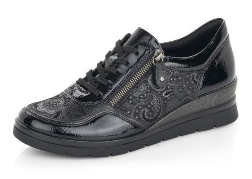 women fashinf walking shoes